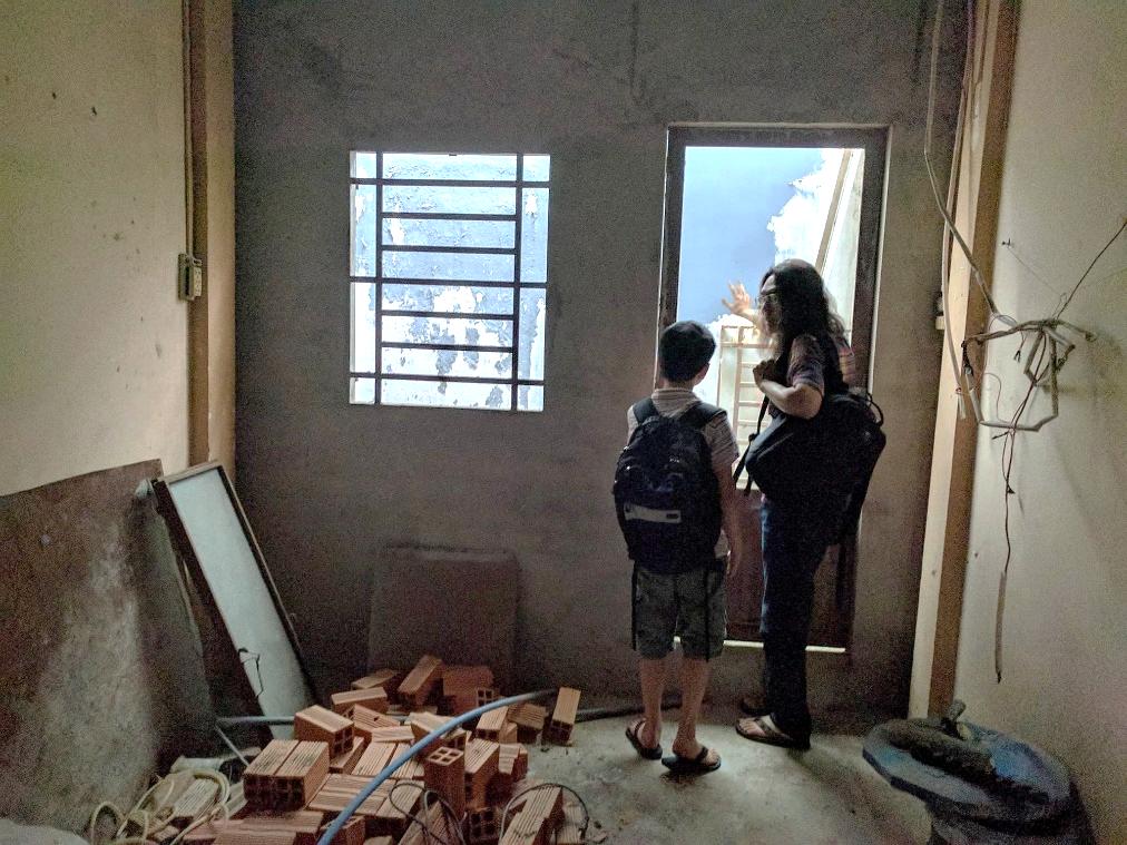From Vietnam to Canada: Exploring through Photographs