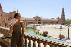 Image of student overlooking a plaza in Seville spain while on International Placement