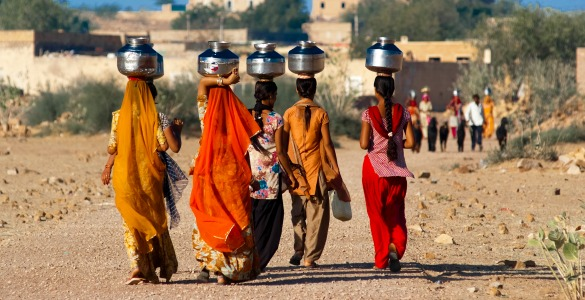 women carrying water in rajasthan (585x300)