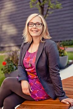 Portrait of Katherine Topolniski, Creative Director at Volunteer Canada.