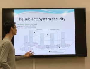 Quentin Yang discussing the context for his research work by explain a model of distributed systems.
