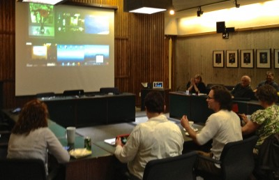 Photo showing attendees projecting 6 iPads simultaneously