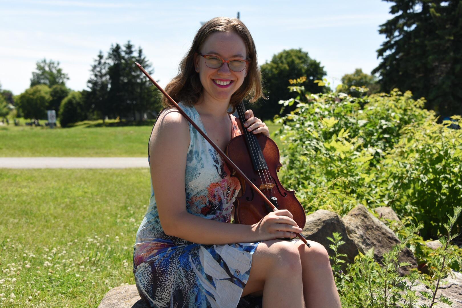 Image of Victoria Goodman with violin