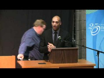Thumbnail for: READ Town Hall and Tribute to Rick Hansen October 27, 2011. Part 1 / 2