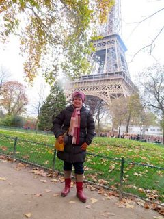 Janett standing in front of Eiffel Tower
