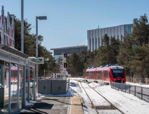 otrain pulling into the Carleton University station